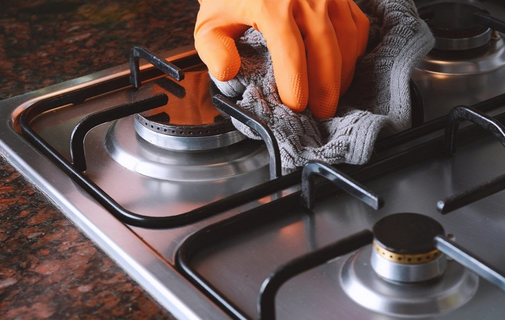 clean the hob on a cooker