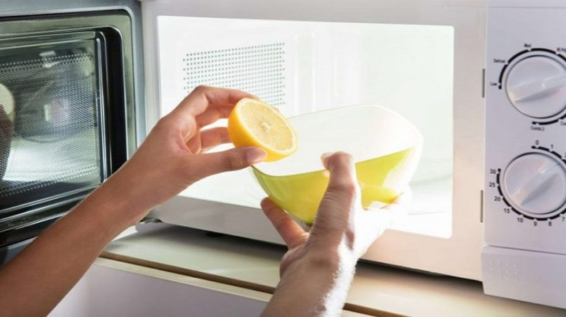 How to remove the smell from the microwave?