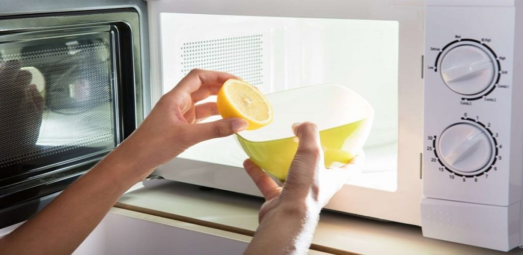 remove the smell from the microwave